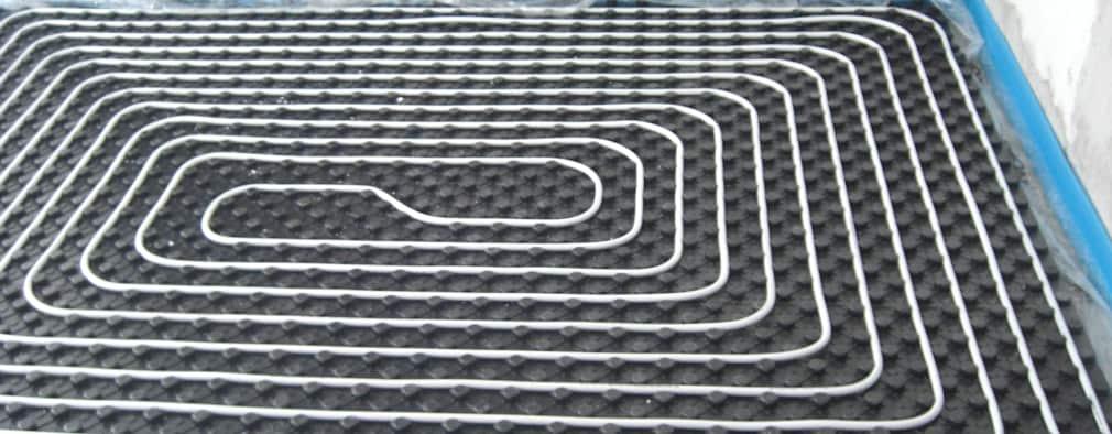 La temperatura del suelo radiante eléctrico oscila entre 25º a 29ºC; emite el calor de forma directa por lo que lo hace eficiente e inmediato