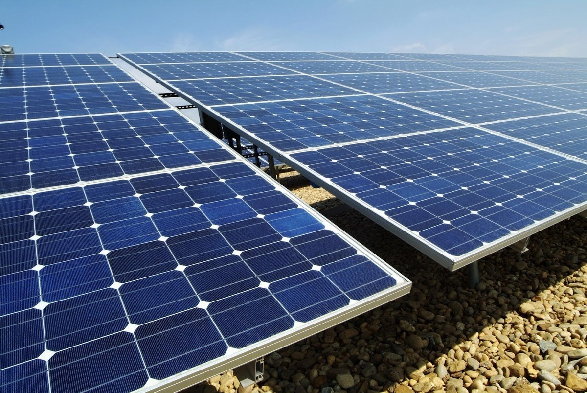 Para calefaccción también esta la energía solar, es gratis, esta en todas partes, te debes documentar como apreovechar al máximo este recurso natural