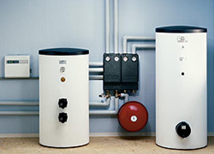 Las bombas de calor tambien trabajan en combinación con calentadores como las caldera de condensación, radiadores, suelo radiante, fan coils; entre otros sistemas de calefacción, esa versatilidad la convierte en un sistema eficiente